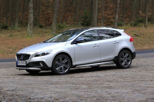 Volvo V40 Cross Country D4. Szwedzki crossover [video]